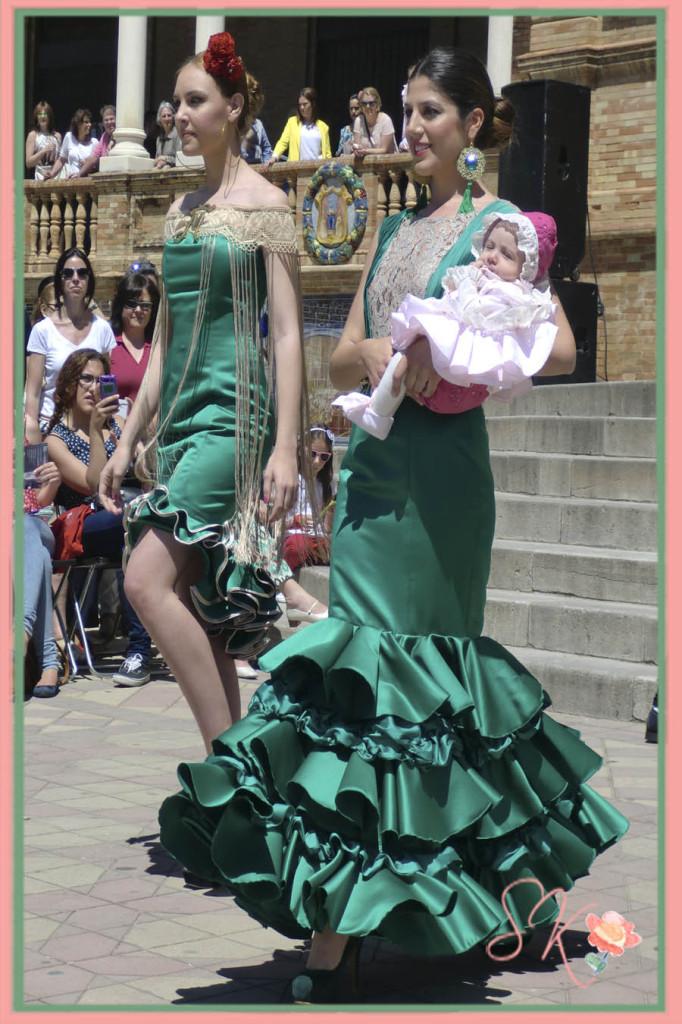 Pportona en el Desfile trajes flamenca Centenario Parque Maria Luisa