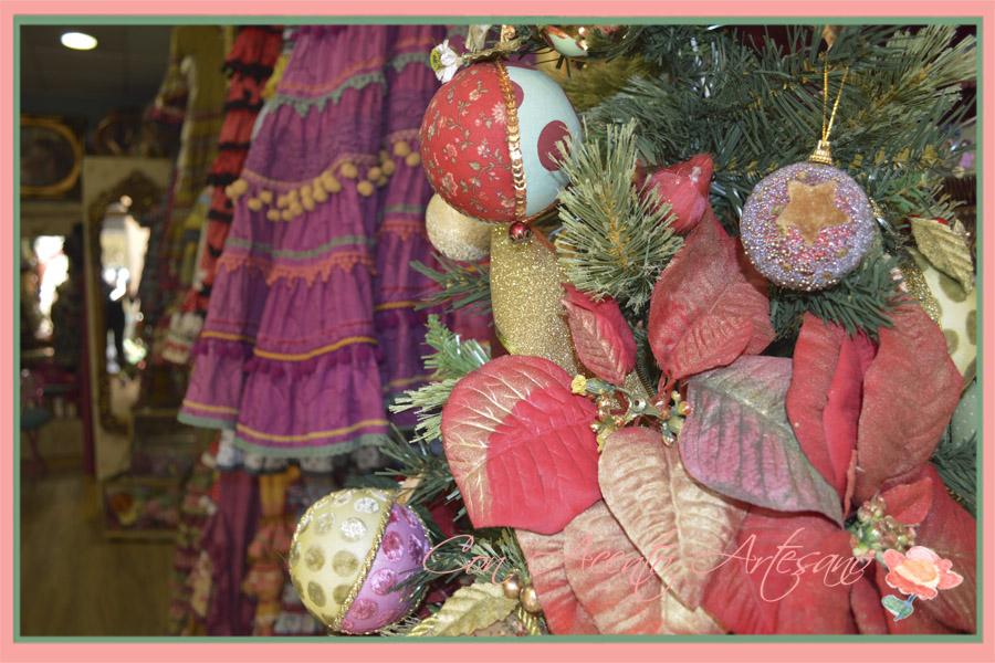 Bolas aflamencadas y volantes de Raquel Teran en Navidad