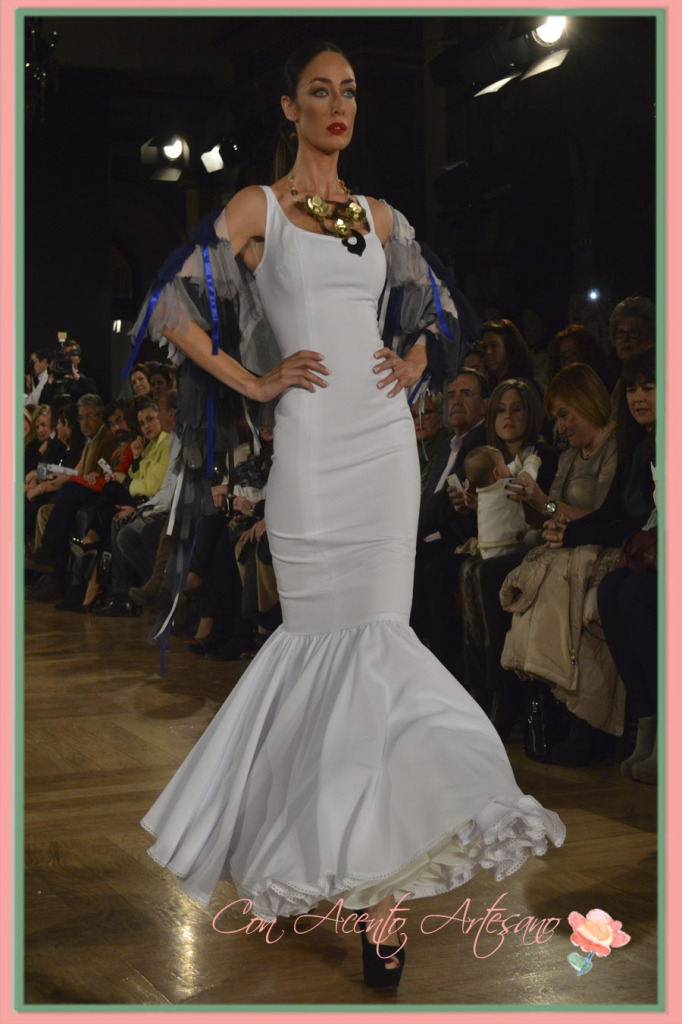 Canastero blanco y sencillo de Angeles Verano en We Love Flamenco 2015