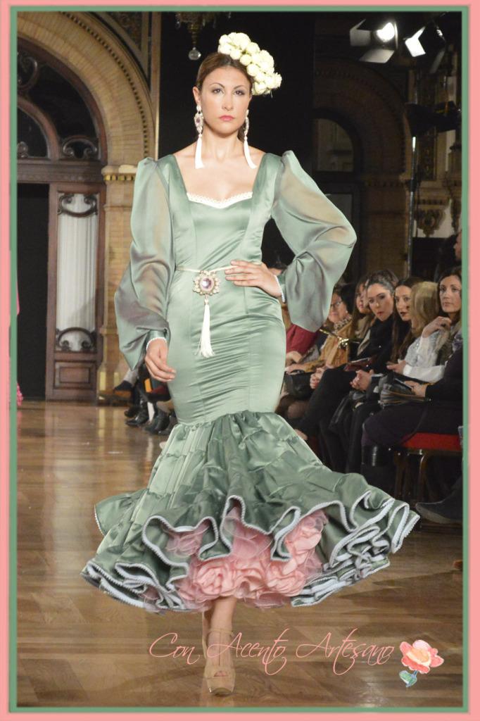 Vestido flamenca Maria Amador en verde y rosa en We Love Flamenco 2015