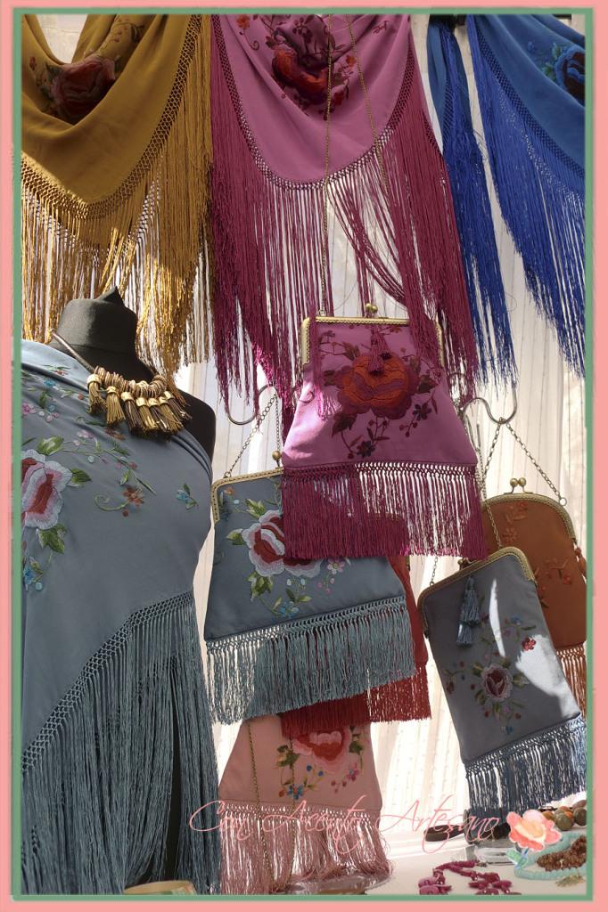 Mantoncillos y bolsitos bordados en Gran Soho Alameda