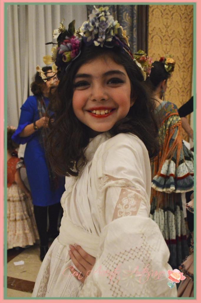 Marta, de Pequeños Gigantes, en backstage en desfile Taller de Diseno en We Love Flamenco 2015