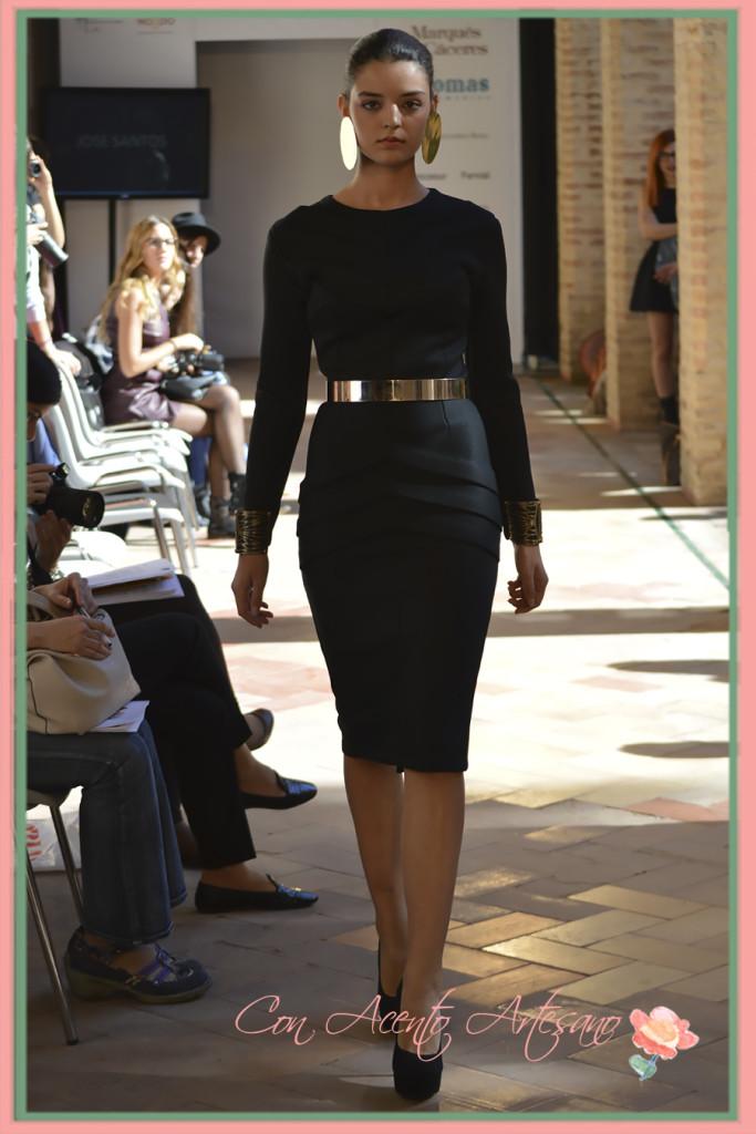 De negro y plisados en vestido de Jose Santos en Andalucia de Moda 2015
