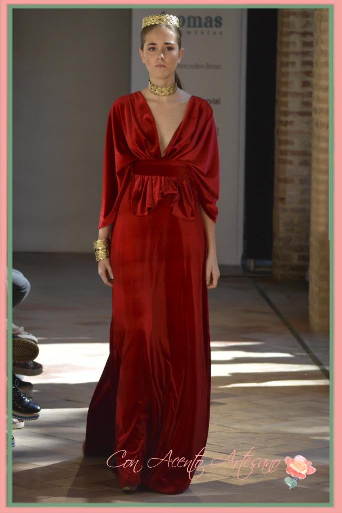 Tericiopleo rojo complementado con joyas de orfebreria de Manuel Amador en Andalucia de Moda