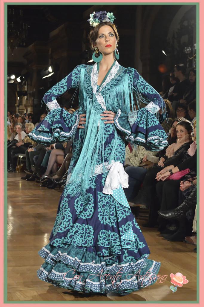 Traje de flamenca en azul índigo de Manuela Macias