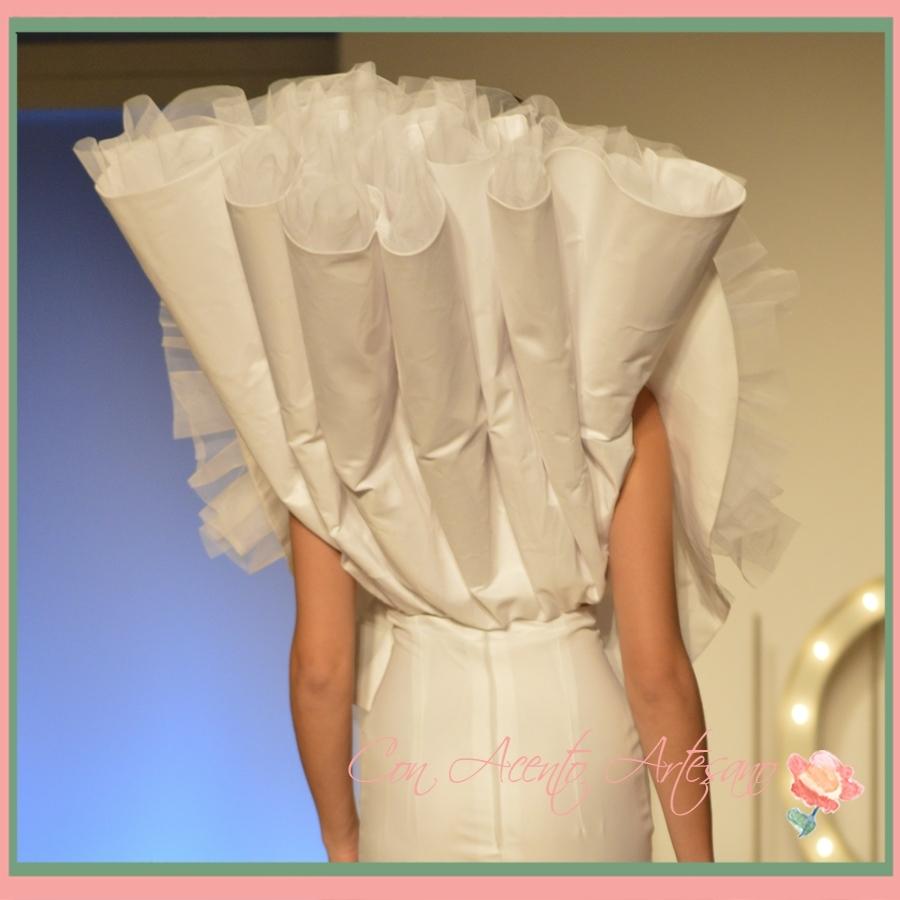 Espalda de traje de novia de Mario Valladares en Novias del Sur 2015