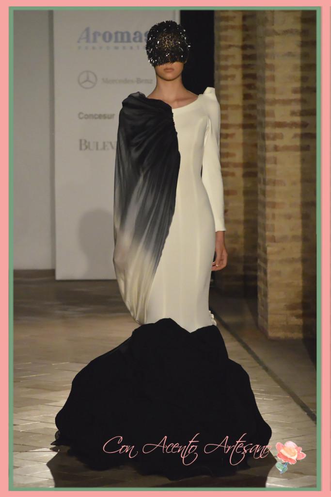 Vestido de noche en blanco y negro de Florencio Pérez