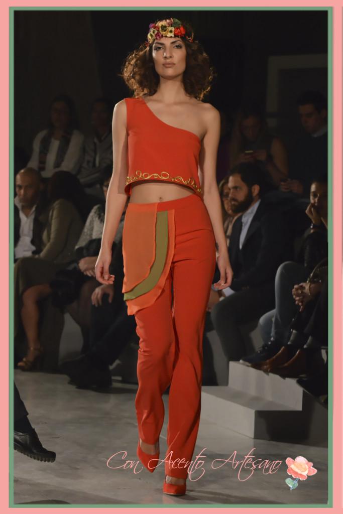 Crop top bordado para pantalón rojo de Marobe