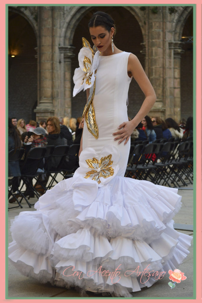 Traje flamenca blanco inspirado en Sex and the city de Sergy Garrido en Wappíssima 2016