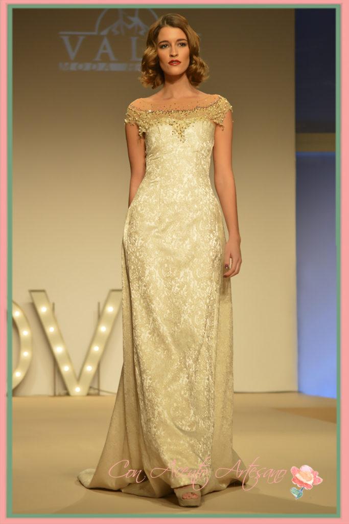 Vestido de novia en brocado con cola de Pablo Lanzarote