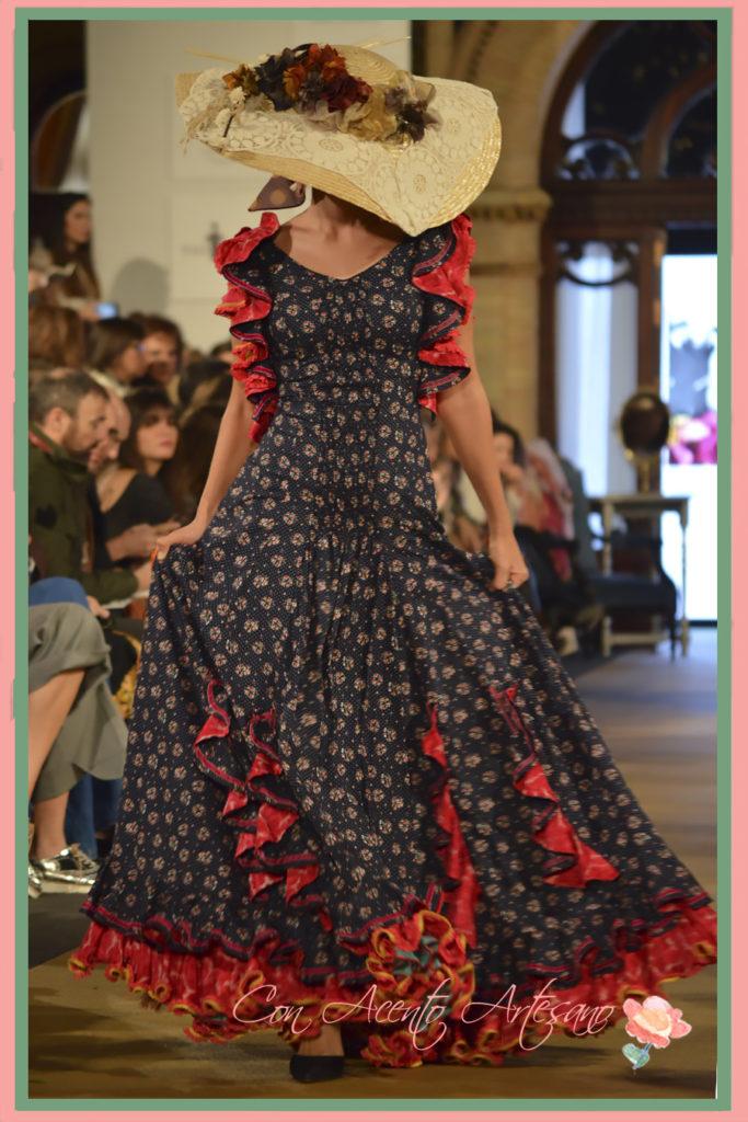 Traje de flamenca con pamela inspirado en las faldas María de la O de Taller de Diseño
