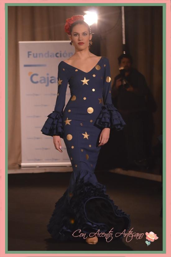 Traje de flamenca de Ángeles Gálvez inspirado en El Principito con estampado de estrellas y planetas