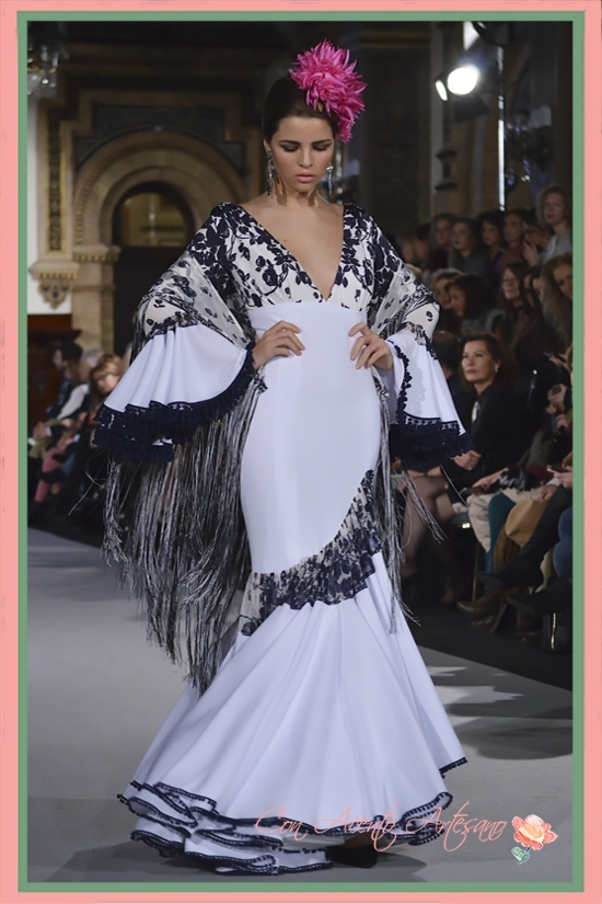 Traje de flamenca blanco de Ángeles Verano en We Love Flamenco 2018