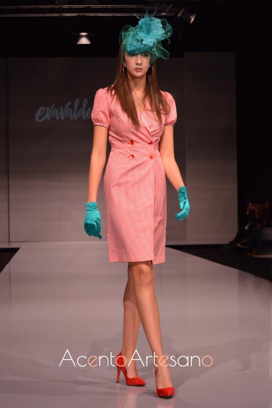 Vestido chaqueta de doble botonadura de Eva Valderrama