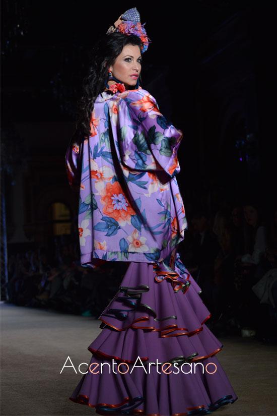 Traje de flamenca morado con kimono de Ángeles Verano
