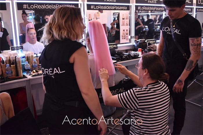 En backstage, LOreal preparando los estilismos para el desfile de Dominnico en la MBFWMadrid 2019