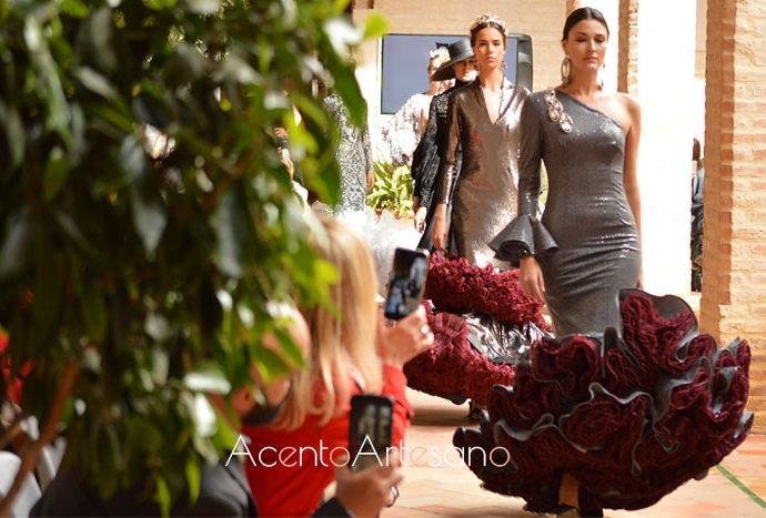 La Cátedra Internacionald e Moda Flamenca Incluirá el Título propio de Diseñador de Moda Flamenca. Cátedra que surge por el acuerdo firmando entre Sevilla de Moda con su Escuela de Negocios (ENSDM) y ESSDM, y ACME (Creadores de Moda de España)