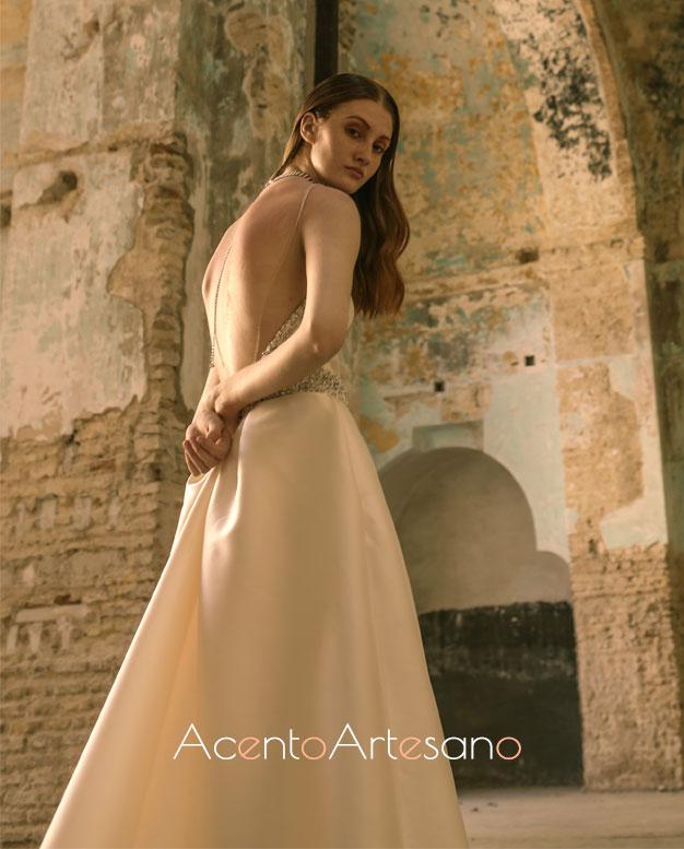 Vestido de novia de espalda descubierta de Inma Castrejón para SIQ, Handcraft & Fashion